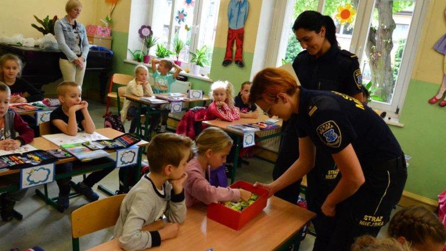 Wizyta przedstawicieli Straży Miejskiej u uczniów klas pierwszych naszej szkoły