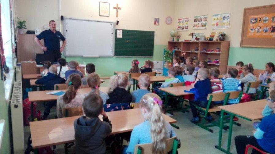 Spotkanie z policjantem w klasach I  - Bezpieczna droga do szkoły