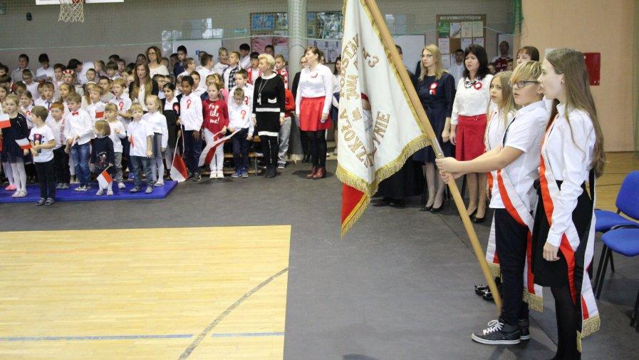 Odśpiewanie Hymnu w ramach akcji #SzkołaDoHymny